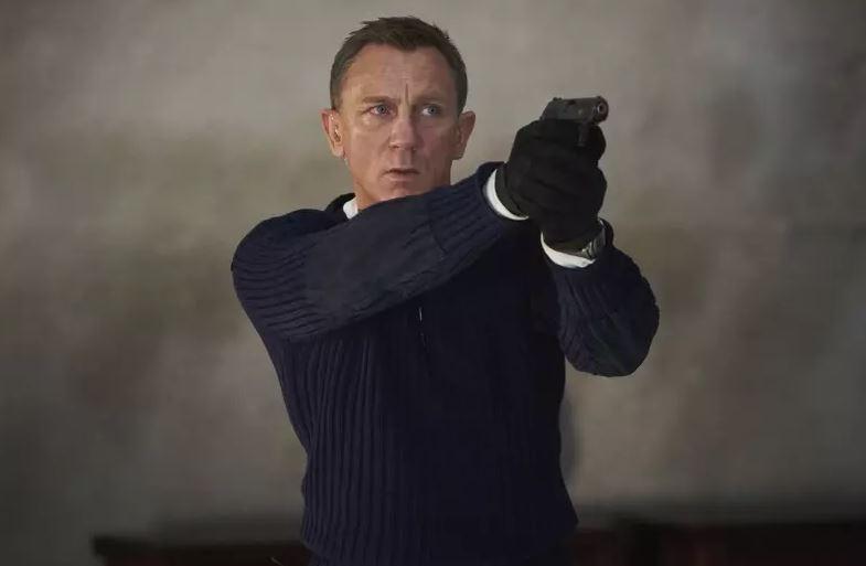 007 breaks the Pound series movie